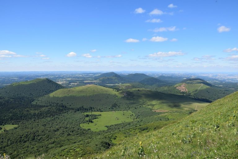 Les mont dômes dans la chaîne des Puys